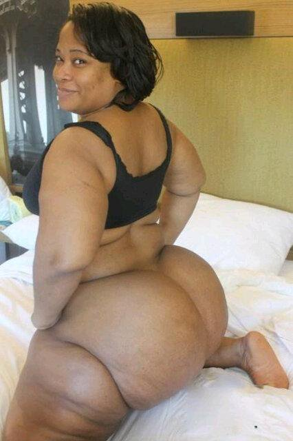 Big Girls also wanna have FUN - 5 SEXY NAKED PICTURES