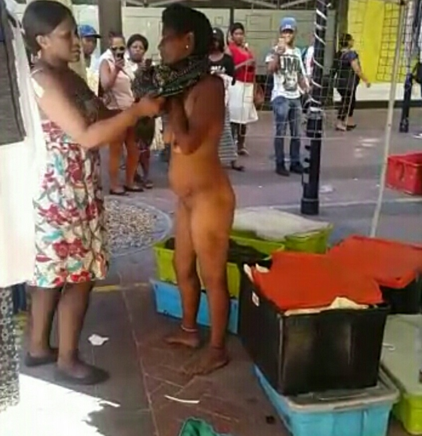Cape Town woman gets NAKED walks around shopping MALL - VIDEO